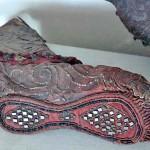 Kadın çizmesi, 36 cm., deri kumaş, kalay ve altın / Pazırık Kurganı–2 MÖ. 300-290